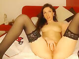 NicolleBella25: sexy babe fondles her pussy